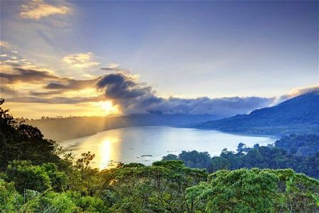 Kintamani-sunrise-batur-lake-view